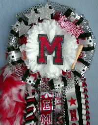 Marcus Deluxe Single homecoming mum red and black