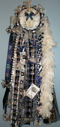Deluxe single flower mound homecoming mum